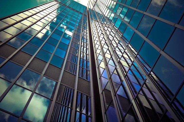 prosklená budova