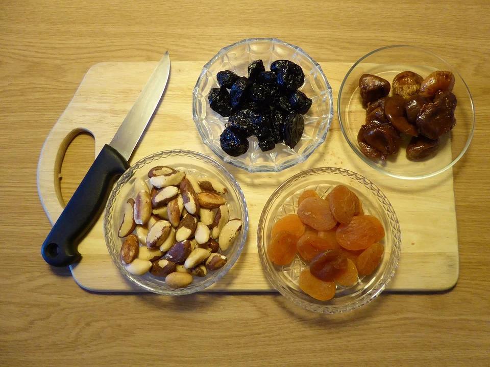 sušené ovoce a ořechy